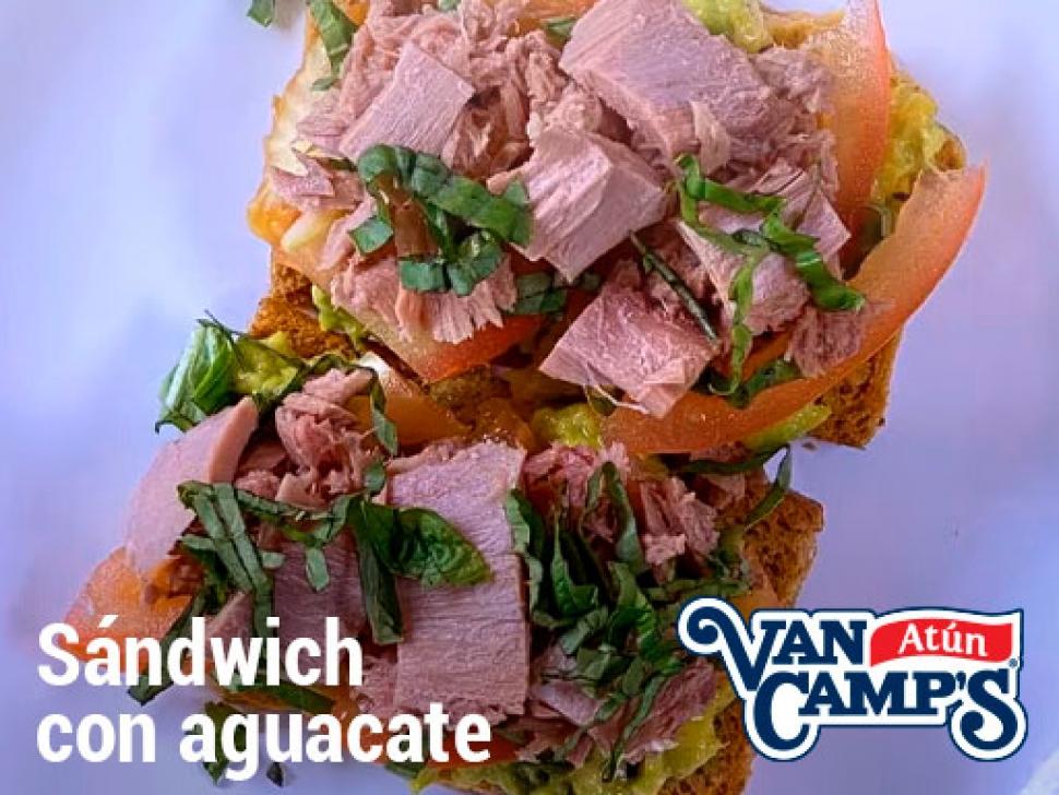 Sandwich-aguacate-y-atun